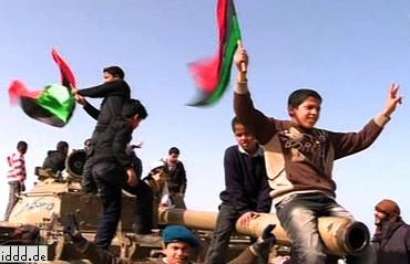 Libia, dzieci nakrecone przez Facebooka do protestowania